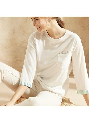 Yargıcı Nakış Detaylı T-Shirt Beyaz